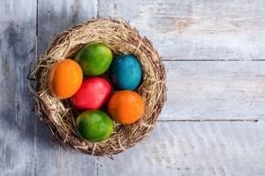 Naturalne barwienie jajek na Wielkanoc