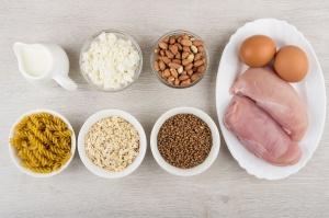 Prawidłowe proporcje białka, węglowodanów i tłuszczów w codziennej diecie